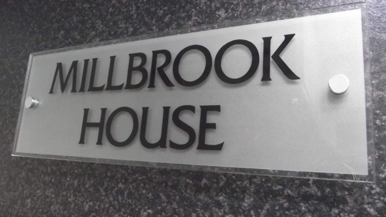 Modern house name plaques house modern for Contemporary house names