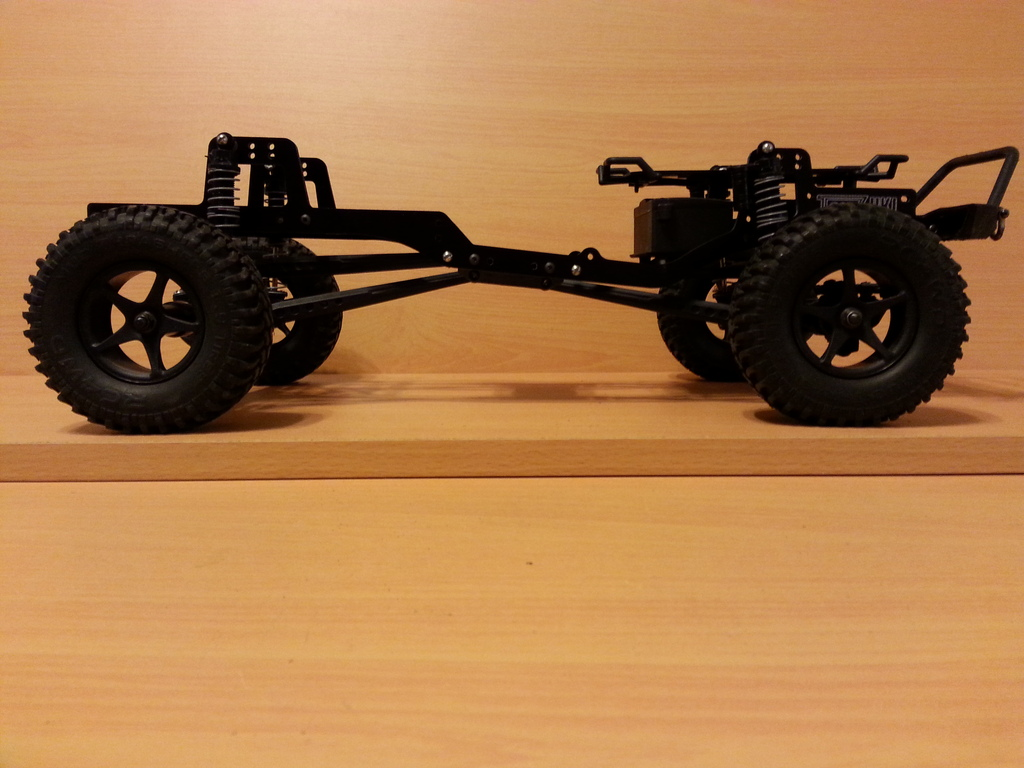 ToyZuki's angled skid scx10 chassis
